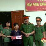 Công an Đô Lương nhận phụng dưỡng, chăm sóc mẹ liệt sỹ ở xã Trù Sơn