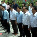 Đồng chí Nguyễn Ngọc Thiện – Bộ trưởng VHTT&DL dâng hương hương tại di tích lịch sử Truông Bồn