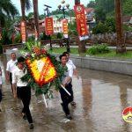 Công ty cổ phần kinh doanh tổng hợp thương nghiệp dâng hương các nghĩa trang và tặng quà thân nhân liệt sỹ