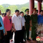 Đồng chí Nguyễn Xuân Đường – Phó bí thư – Chủ tịch UBND tỉnh dâng hương tại khu di tích lịch sử Truông Bồn