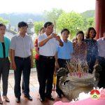 Đồng chí Hoàng Viết Đường – Phó chủ tịch HĐND tỉnh dâng hương tại khu di tích lịch sử Truông Bồn