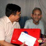 Đồng chí Ngọc Kim Nam – Chủ tịch UBND huyện thăm và tặng quà thương binh, bệnh binh, thân nhân các gia đình liệt sỹ và người có công.