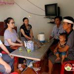 Đồng Chí Nguyễn Thị Anh Quang – Phó chủ tịch UBND huyện thăm gia đình anh Trần Đăng Hải ở xã Hiến Sơn