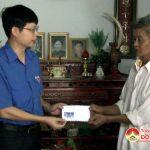 ĐVTN khối cơ quan tặng 53 suất quà cho các gia đình chính sách