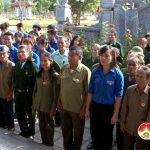 Hội Cựu thanh niên xung phong thắp hương tại Truông Bồn.