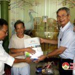 Lãnh đạo nhà máy xi măng Hoàng Mai thăm, tặng quà các thân nhân liệt sỹ và các thương binh