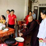 Hội phật tử Chùa Ba nàng trao 100 bát cháo tình thương cho 100 bệnh nhân nghèo