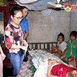 """Nhóm """" Đô Lương – chia sẻ yêu thương"""" tặng quà cho các em học sinh bị bệnh hiểm nghèo và có hoàn cảnh khó khăn."""