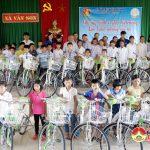 36 chiếc xe đạp được trao cho trẻ em nghèo  có hoàn cảnh khó khăn ở Đô Lương