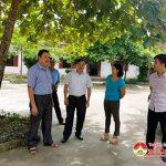 Đồng chí Ngọc Kim Nam – Chủ tịch UBND huyện kiểm tra trường THCS Võ Thị Sáu, trường Mầm non Thuận Sơn và khu vực trồng rau ở xã Trung Sơn