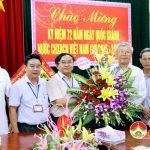 Ban đoàn kết công giáo huyện chúc mừng cơ quan Chính quyền huyện.