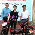 Công ty TNHH NIJIA Việt Nam và Đại lý ủy quyền Vinh Chi trao thưởng học sinh khó khăn tại trường THPT Đô Lương 1.