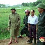 Đồng chí  Nguyễn Trung Thành kiểm tra mưa lũ tại các xã ven sông Lam