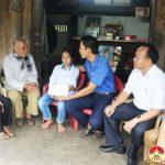 """Nhóm """"Đô Lương – chia sẻ yêu thương"""" tặng quà 3 gia đình có hoàn cảnh đặc biệt khó khăn"""