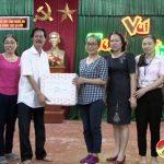 UBND huyện tặng quà tại Trung tâm Công tác xã hội Nghệ An.