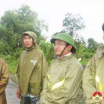 Đồng chí Ngọc Kim Nam – Chủ tịch UBND huyện đi kiểm tra tình hình mưa ngập trên địa bàn huyện Đô Lương
