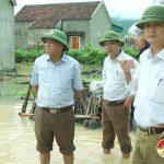 Đồng chí Trương Hồng Phúc – Tỉnh uỷ viên – Bí thư huyện uỷ kiểm tra mưa ngập ở các xã
