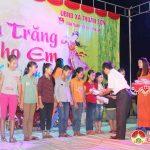 """Hội thanh niên họ Dương Việt Nam tổ chức """"Đêm trăng cho em"""" và tặng 100 suất quà cho trẻ khó khăn"""