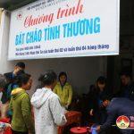 100 bát cháo tình thương được trao cho các bệnh nhân nghèo