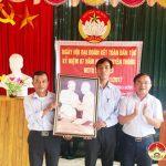 Đồng chí Ngọc Kim Nam – Chủ tịch UBND huyện dự ngày hội Đại đoàn kết xóm 6 xã Thượng Sơn.