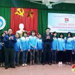 Trường trung cấp nghề Kinh Tế Kỹ thuật Tây Nam Nghệ An tặng áo ấm cho học sinh nghèo