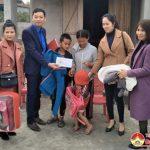 """Nhóm """"Đô Lương – chia sẻ yêu thương"""" tặng quà cho các gia đình giáo dân có hoàn  cảnh khó khăn nhân dịp lễ Giáng sinh 2017"""