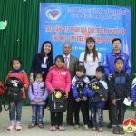 """Nhóm """"Kết nối trái tim"""" tặng 150 suất quà cho học sinh khuyết tật  ở Đô Lương"""