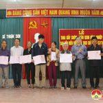 Xã Thuận Sơn trao giấy chứng nhận quyền sử dụng đất Nông nghiệp cho nông dân
