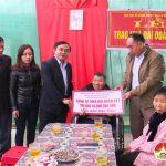 Đồng chí Ngọc Kim Nam trao nhà Đại đoàn kết cho hộ nghèo tại xã Trung Sơn, Nhân Sơn và Xuân Sơn.