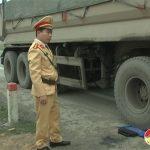 Công an Đô Lương tăng cường xử lý xe quá khổ quá tải