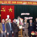 Lãnh đạo huyện thăm tặng quà cán bộ, nhân viên kho bạc Nhà nước huyện