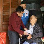 """Nhóm """"Đô Lương Chia sẻ yêu thương"""" Tặng 11 triệu đồng cho gia đình chính sách và gia đình nghèo."""