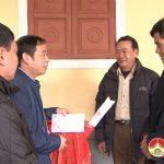 Đồng chí Hoàng Văn Hiệp – Phó chủ tịch UBND huyện thăm chúc tết, tặng quà nguyên lãnh đạo huyện qua các thời kì.