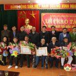 Huyện ủy Đô Lương trao huy hiệu 70 năm tuổi Đảng cho 10 đảng viên.