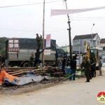 Xã Lưu Sơn tổ chức giải tỏa hàng lang an toàn giao thông
