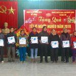 Công ty cổ phần kinh doanh tổng hợp Đô Lương tặng quà cho hộ nghèo xã Ngọc Sơn