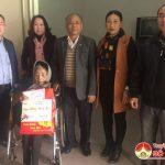 Đồng chí Trương Hồng Phúc và công ty đầu tư xây dựng Tuấn Lộc tặng quà cho gia đình chính sách và hộ nghèo tại huyện Đô Lương