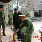 Phòng Cảnh sát PCCC số 5 kiểm tra công tác PCCC tại đền Quả Sơn.