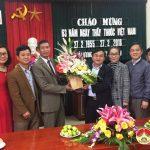 Lãnh đạo huyện Đô Lương: Thăm và tặng quà các đơn vị y tế trên  địa bàn