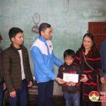 Nhóm Đô Lương chia sẻ yêu thương tặng quà em Hoàng Trần Phúc và Nguyễn Bá Thuận có hoàn cảnh đặc biệt khó khăn