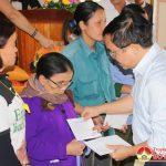 Đô Lương trao 4000 suất quà cho hộ nghèo và hộ cận nghèo trong dịp tết