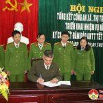 Công an Đô Lương triển khai đợt cao điểm trấn áp tội phạm đảm bảo an ninh trật tự và ký cam kết không buôn bán, vận chuyển, tàng trữ và đốt pháo nổ.
