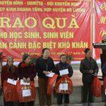 130 suất quà được trao cho các em học sinh nghèo ở Đô Lương