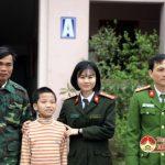 Đô Lương: Bàn giao trẻ lạc về gia đình