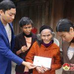 Nhóm Đô Lương chia sẻ yêu thương trao 44 triệu đồng cho các gia đình có hoàn cảnh đặc biệt khó khăn.