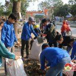 150 đoàn viên Thị trấn làm vệ sinh môi trường