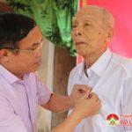 Huyện ủy Đô Lương trao huy hiệu 70 năm tuổi Đảng cho Đảng viên
