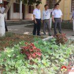 Đồng chí Ngọc Kim Nam- Bí thư huyện ủy- Chủ tịch UBND huyện kiểm tra các công trình xây dựng NTM