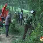 Hội nông dân 4 xã phát quang làm vệ sinh đường vào hậu cứ