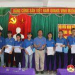 Hội hữu nghị Việt- Séc Hà Nội, Nghệ An thăm và tặng quà học sinh trường THPT Đô Lương 4.